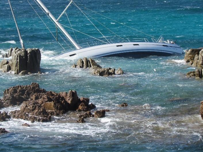 barca avaria mare