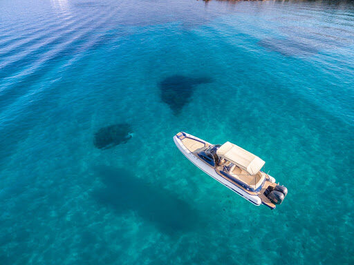barca isola ponza mare cristallino